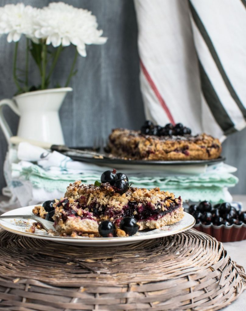 Blueberry Crumble auf Teller