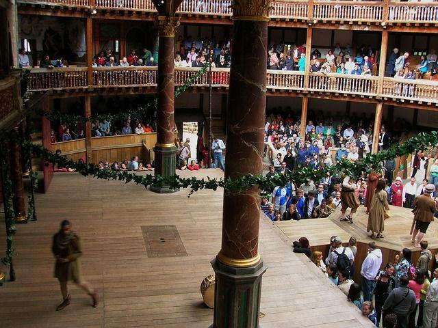 Shakespeare schrieb dieses Stück zur Unterhaltung während der ausgelassenen Feierlichkeiten.
