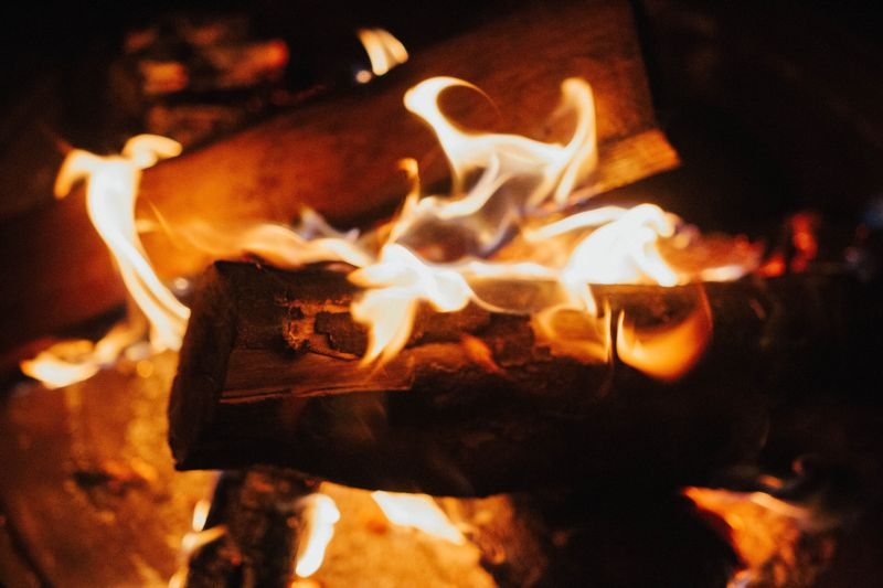 Als Höhepunkt der Laternenprozession werden die Laternen verbrannt.