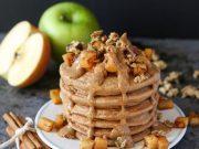 Apfelpfannkuchen mit Apfel-Zimt-Garnierung
