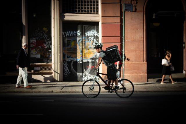 Fahrradcourier mit Transportrucksack