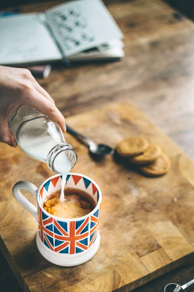 """Gibt es den Milkman noch in England? Zum Frühstück genial: die """"doorstep delivery"""" von Milch und lokalen Produkten durch die hiesige Molkerei."""