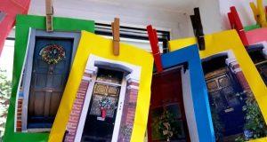 Adventskalender mit Londoner Haustüren