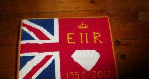 Kniekissen auf Holzboden, Uk Flagge