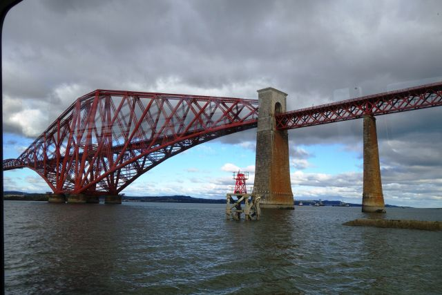 rote Brücke Fluss