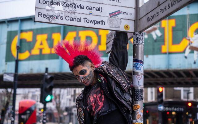 Punk Straßenschild Ampel